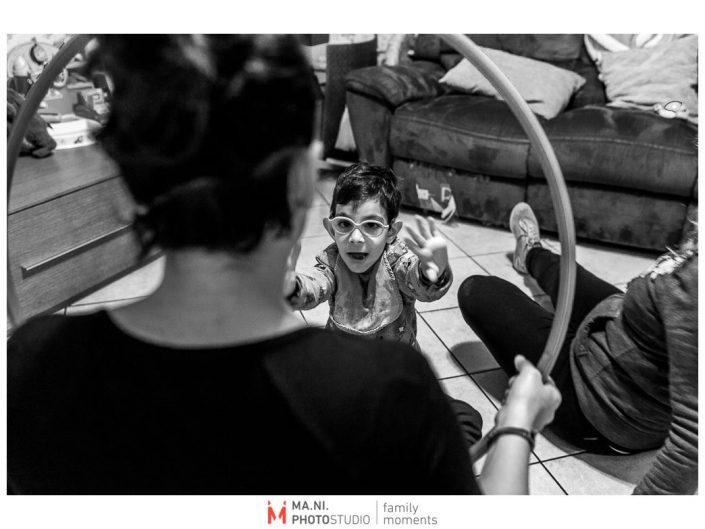 Progetto di fotografia documentaria: I Rari. Un momento di gioco in sala.
