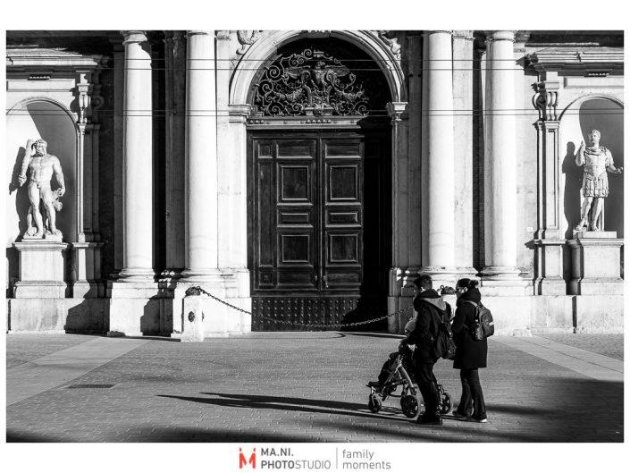 Progetto di fotografia documentaria: I Rari. Passeggiata in Piazza Grande a Modena.