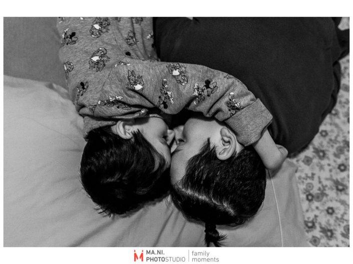Progetto di fotografia documentaria: I Rari. Un momento di tenerezza tra fratelli.