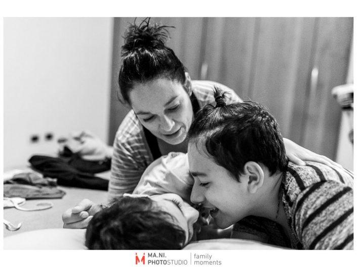 Progetto di fotografia documentaria: I Rari. Un momento di gioco prima della nanna.