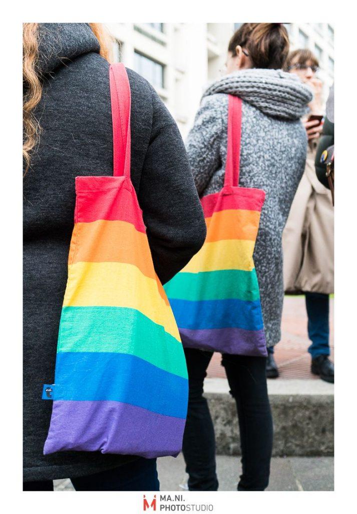 Presidio per legge regionale contro l'omotransfobia a Bologna - arcobaleno