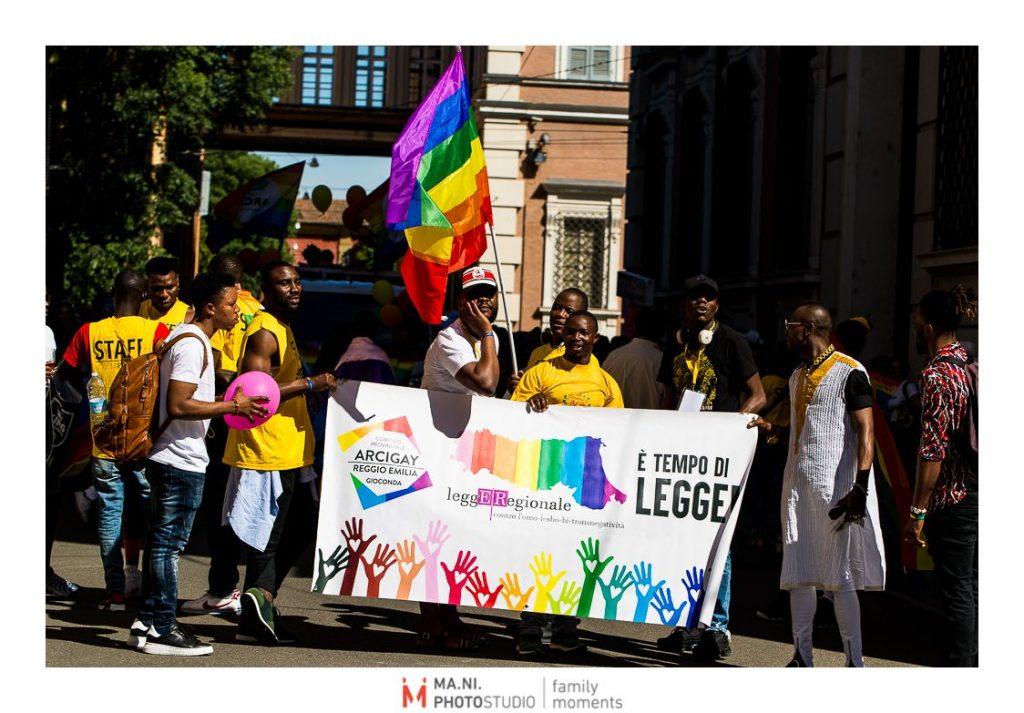 Ragazzi di colore durante il corteo Modena Gay pride
