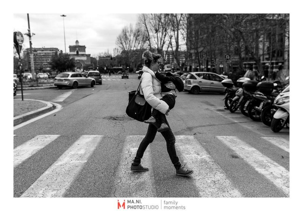 Quando sei a Roma ma i figli sono stanchi li devi portare in braccio per tornare a casa