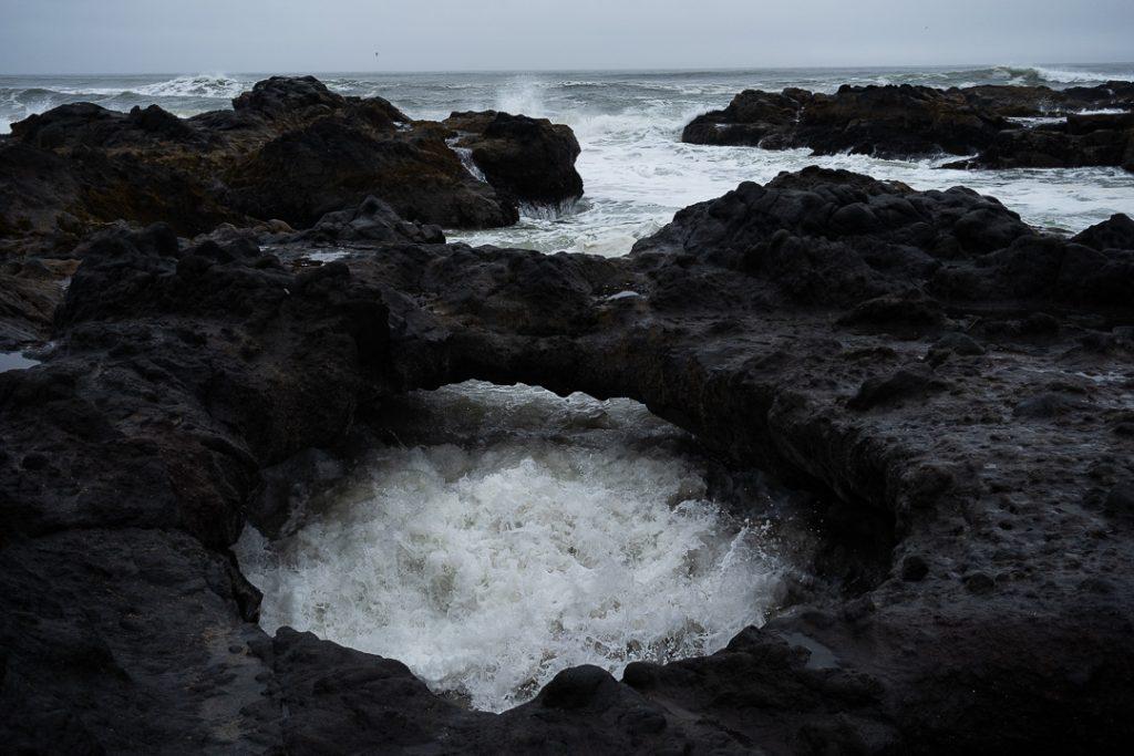Lavinia Nitu, la potenza dell'oceano modella la costa