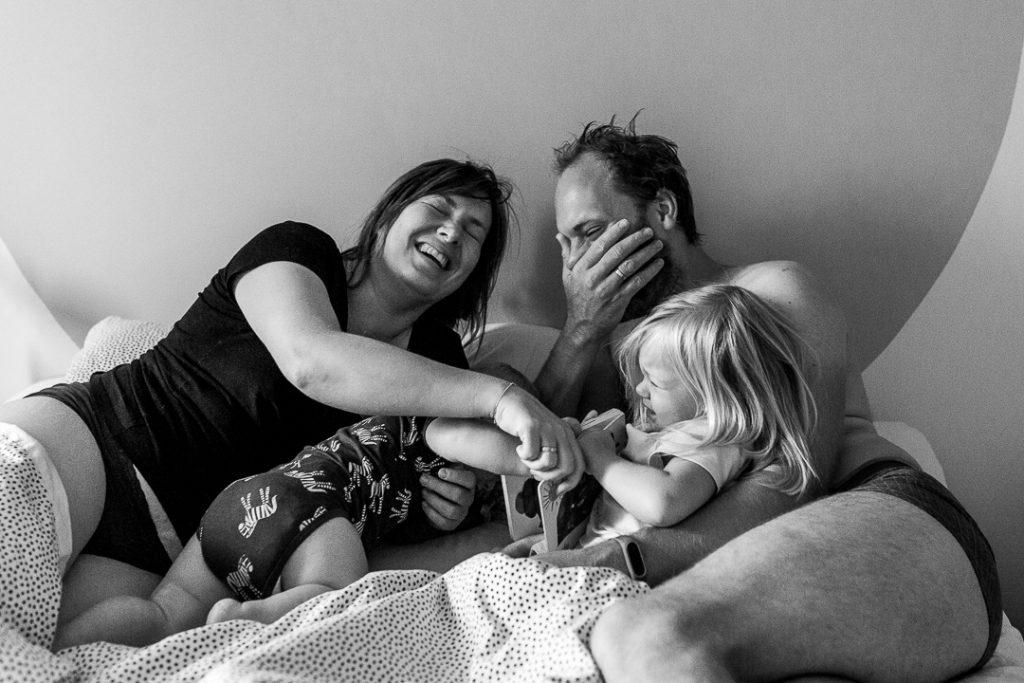 foto di famiglia Amsterdam, il risveglio a letto con i bimbi