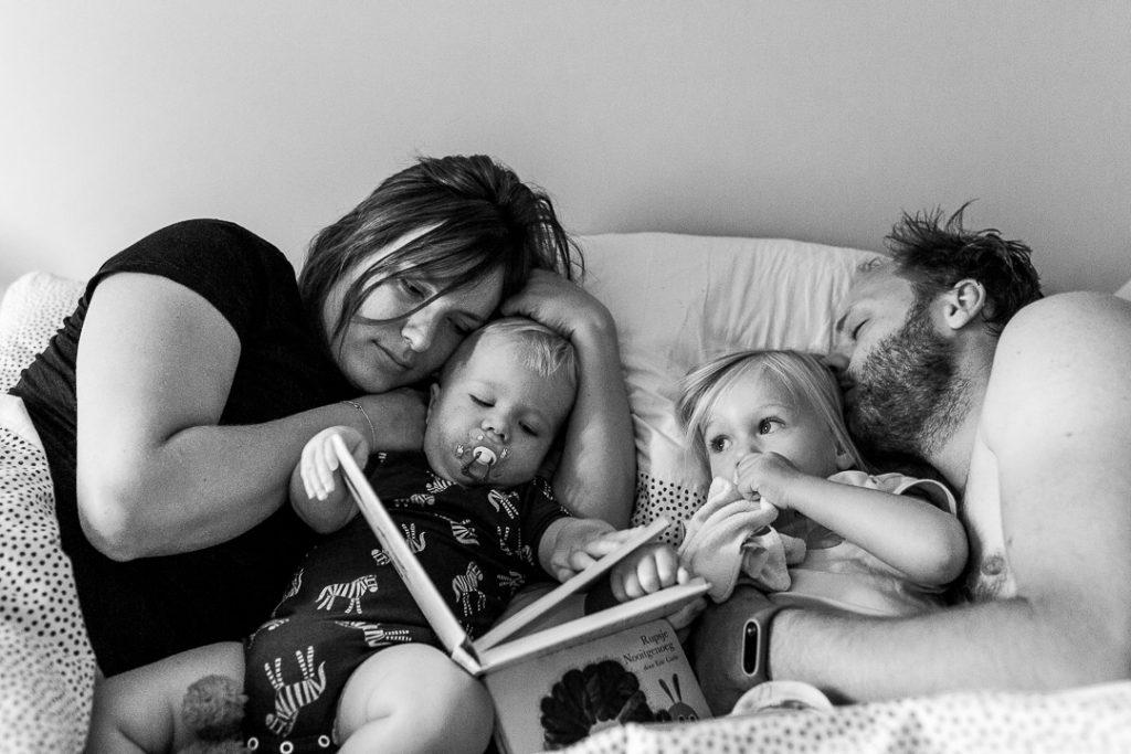 risveglio lento leggendo un libro a letto ad Amsterdam per una famiglia di 4