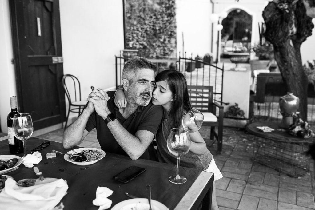 fotografia documentaria di famiglia come ama un figlio