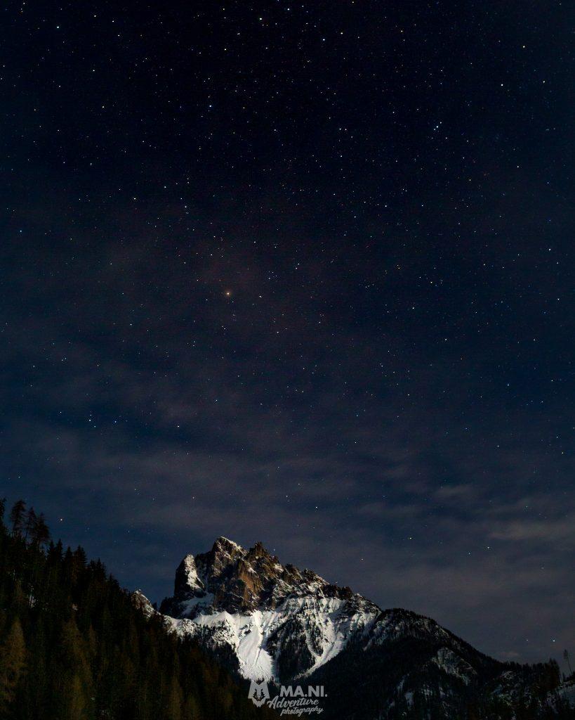 Il cielo stellato della montagna è da mozzafiato