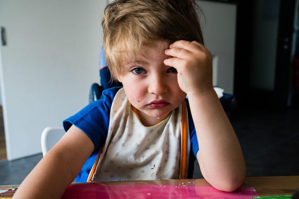 Quando vorresti iniziare a giocare prima ancora di essere completamente sveglio: ecco cosa significa giochi della prima infanzia